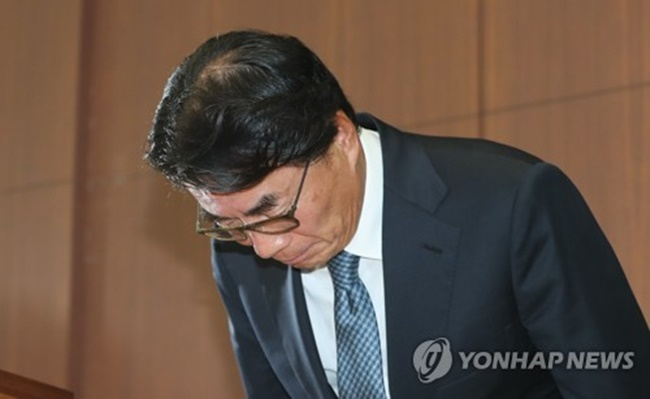 The scandal surrounding Lee Jang-han, the CEO of pharmaceutical company Chong Kun Dang over his use of abusive language to three of his formers drivers, also had a similar impact on the shareholders of the company, as the company and its affiliates' shares dropped by 2 to 4 percent. (Image: Yonhap)