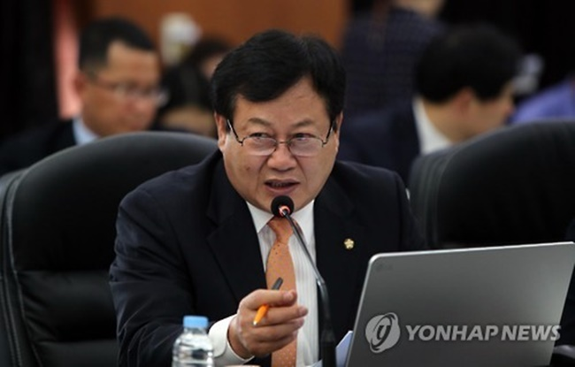 Lee's proposal comes at an opportune time, as a number of countries around the world are struggling with the growing problem of fake news that poses a threat to political honesty and stability, increasingly so in recent years. (Image: Yonhap)