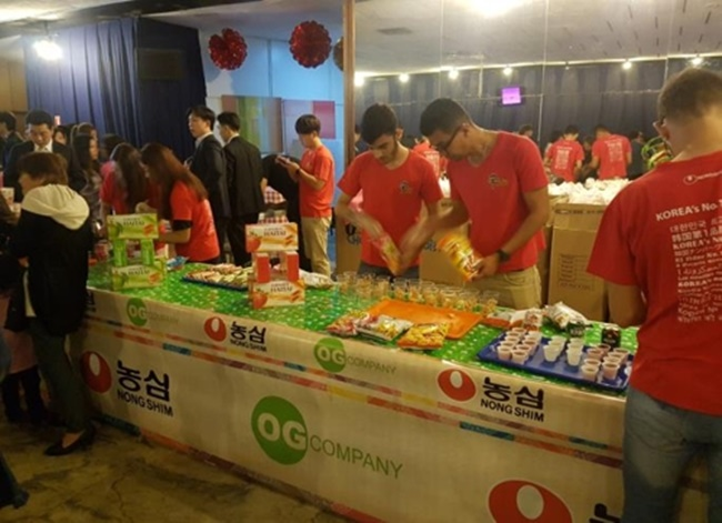 At the entrance of the theater, Korean food and K-pop video booths prepared by the Korea Agro-Fisheries & Food Trade Corporation and the Korea Creative Content Agency were set up to welcome event attendees and offer opportunities to experience different aspects of Korean culture. (Image: Yonhap)