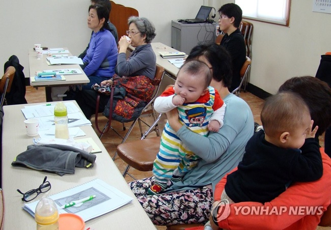 According to a new report, newly married couples who live close to the wife's parents tend to have a child earlier than others. (Image: Yonhap)
