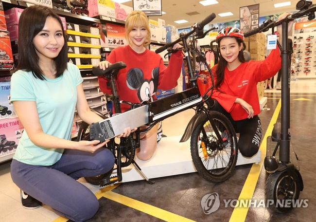 South Korean retail giant E-mart announced on Wednesday it will sell compact electric vehicles, with plans to open a smart mobility store called 'M Lounge' at its Hanam location on Thursday.(Image: E-mart)