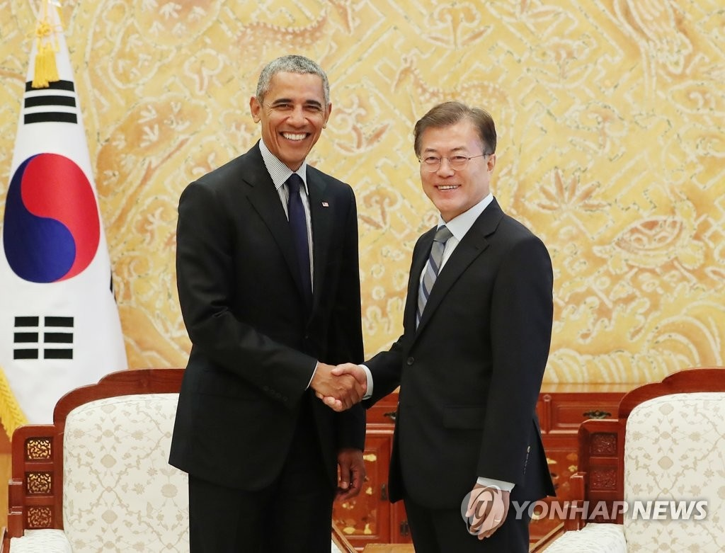 South Korean President Moon Jae-in (R) shakes hands with visiting former U.S. leader Barack Obama following their meeting at the presidential office Cheong Wa Dae in Seoul on July 3, 2017. (Image: Cheong Wa Dae)