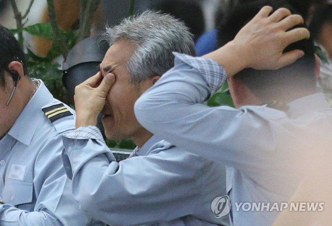 A new report says over one in ten South Korean bus drivers suffer from daytime sleepiness, a sleep disorder feared to be responsible for a significant increase in the rate of traffic accidents. (Image: Yonhap)