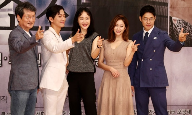 "The cast of the new TV drama ""Distorted"" poses for the camera at a press conference on July 20, 2017, held at SBS TV's headquarters in western Seoul. (Image: Yonhap)"
