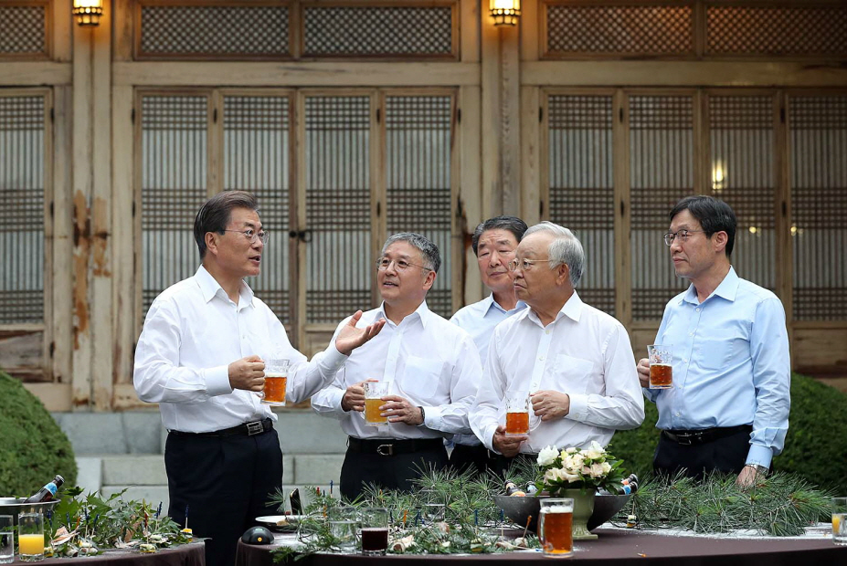 During the unique meeting, Moon was accompanied by eight business heavy hitters and discussed the impact of China's continuous 'unofficial' sanctions in response to South Korea's THAAD missile system deployment, measures that are helping rival countries like Japan and Vietnam. (Image: Chung Wa Dae)