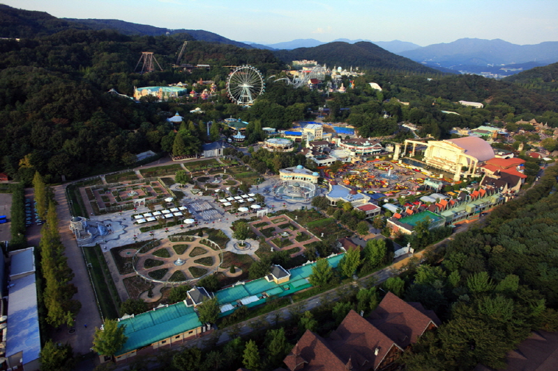 Everland Amusement Park Remains Top Tourist Attraction for Locals, Foreigners