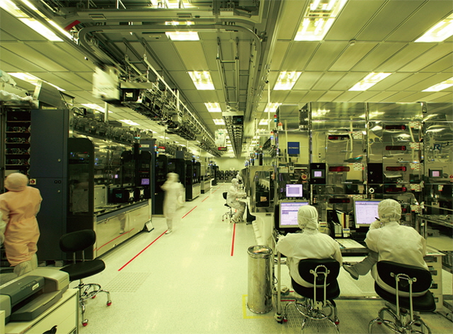 Hydrogen fluoride, one of the three items included in Japan's export restrictions, is a chemical substance required to clean the residue off wafers during the manufacturing process of semiconductors. (image: SK hyinx)