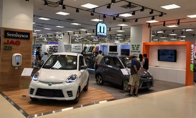 In 2011, E-mart first introduced an electric vehicle charging station, and now currently has over 200 stations at 116 different locations.(Image: Semisysco)