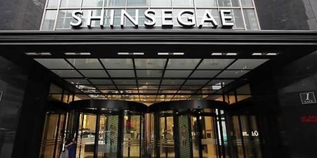 Shinsegae Department Store is tackling July head on in a bid to boost revenue in what is typically the worst sales month of the year, by launching a series of mobile events and services. (Image: Yonhap)