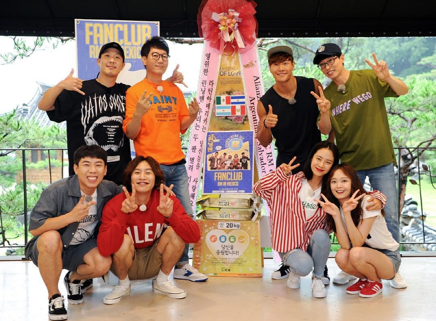 "The cast of ""Running Man"" posing for the camera alongside a 20-kilogram rice gift sent by the show's South American fans. (image: SBS)"