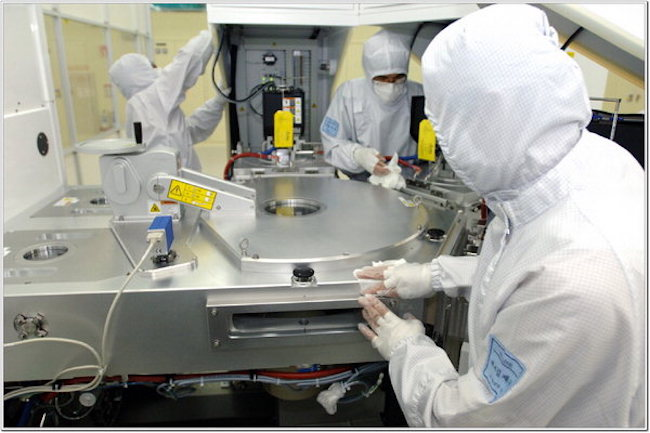 Samsung Electronics, SK Hynix Create 200 Million Won Fund for Semiconductor Industry. (Image: Yonhap)