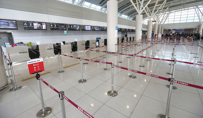 The numbers are supported by the facts that 90 percent of international travelers are Chinese, and that compared to the 492 flights in July last year, there were only 138 this year. (Image: Yonhap)