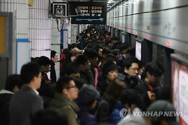 New Technology Helps Commuters Avoid Crowded Subway Cars. (Image: Yonhap)