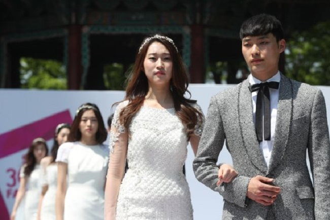 "Top Buzzwords About Marriage Mostly Negative: ""Difficult"", ""Painful"", ""Unfair"". (Image: Yonhap)"