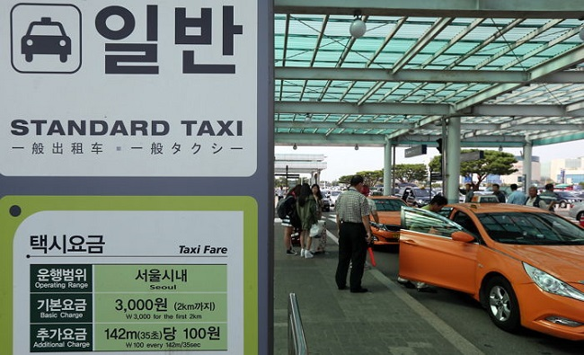 A survey of taxi drivers conducted by the city in April revealed that a significantly large number encounter difficulty both in finding and accessing bathrooms. (Image: Yonhap)