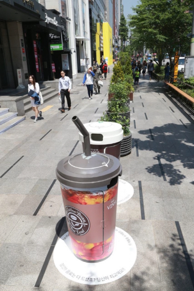Last May, 10 garbage bins were placed on the street near Gangnam Station as a test drive of sorts. (Image: Seocho District)