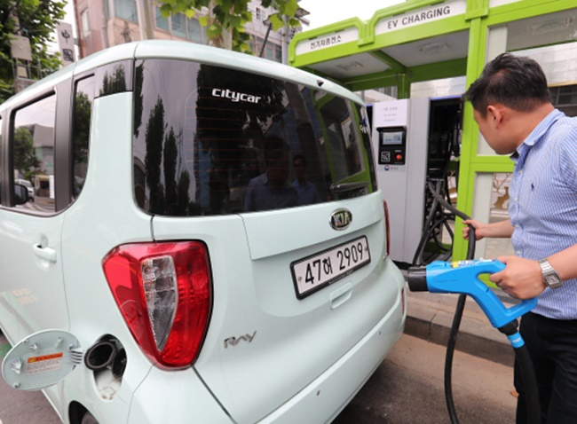 According to the Jeju branch of KEPCO on Tuesday, smart charging stations packed with features like fast charging and multi charging will be built in two different locations, one in Jeju City and the other in Seogwipo City. (Image: Yonhap)