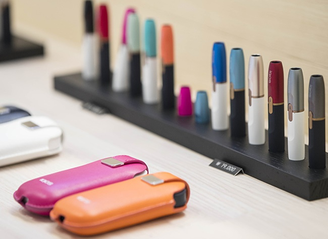 According to sources from the convenience store industry on Tuesday, sales of the famous HNB e-cigarette IQOS have drastically increased since reports emerged earlier last week that the taxation committee of the National Assembly's Strategy and Finance Committee had agreed to increase a special consumption tax imposed on HNB tobacco products. (Image: Yonhap)