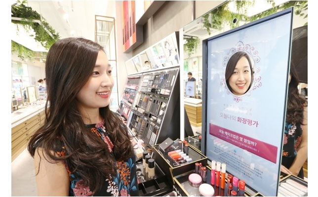 According to industry sources on August 11, Nature Collection, a beauty lifestyle shop in Gangnam, is running a 'smart store' integrated with digital technologies that offer customers a variety of unique experiences.(Image:Kobiz Media)