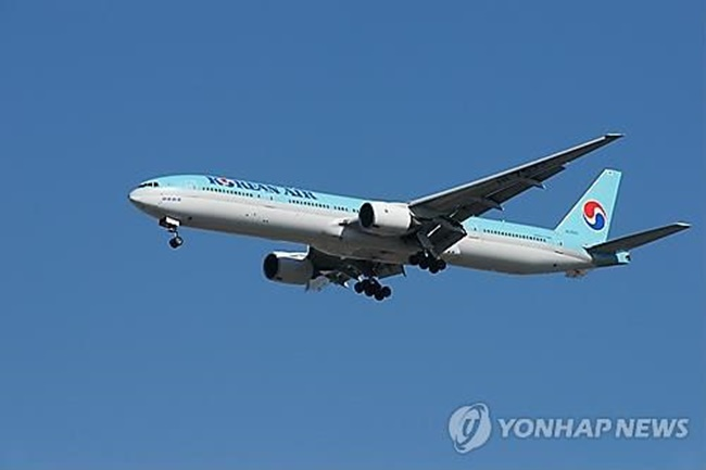 In the first six months of the year, Korean Air posted an operating income of 364 billion won, down 24.5 percent from a year earlier. Sales climbed 1.5 percent on-year to reach 5.77 trillion won. (Image: Yonhap)