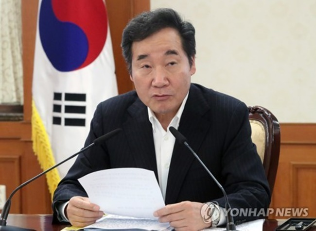 Lee also said that the egg scandal can be brought under control before the end of this week, even as eggs from dozens of more farms were found to have been contaminated with chemicals, including those producing environment-friendly eggs. (Image: Yonhap)