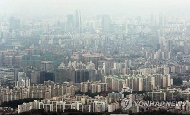 According to the Construction Association of Korea, local builders clinched orders worth a combined 79.3 trillion won (US$69.5 billion) in the January-June period, up 14.8 percent from the same period a year earlier. (Image: Yonhap)