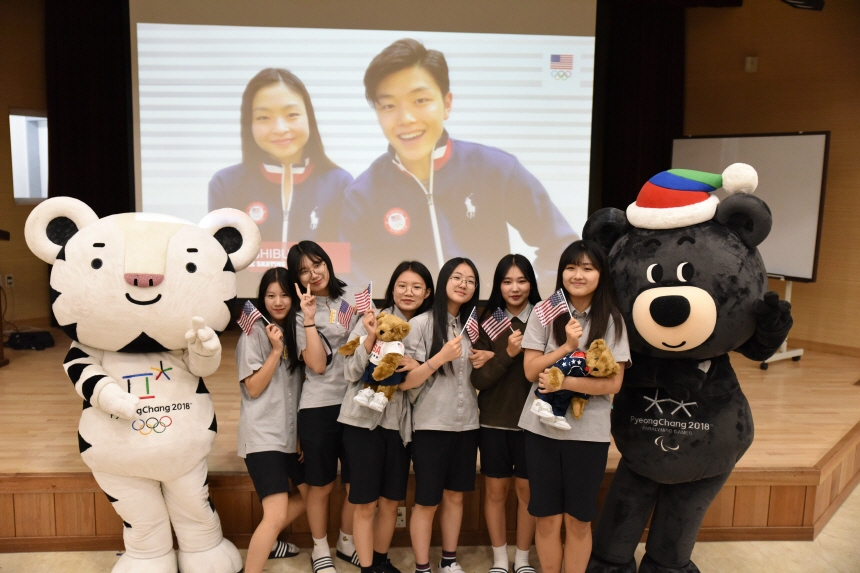 U.S. ice dancers Maia and Alex Shibutani (in the screen) speak to students at Jinbu Middle School in PyeongChang, Gangwon Province, about a youth mentorship program launched by PyeongChang and the United States Olympic Committee. (image: PyeongChang Winter Olympics organizing committee)