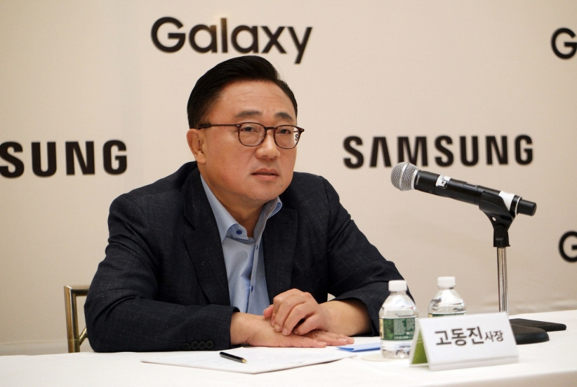 Koh Dong-jin, president of Samsung Electronics Co.'s Mobile Communications Business, speaks during a meeting with journalists in New York in Aug. 24, 2017. (image: Samsung Electronics)