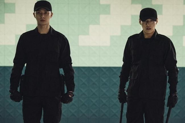 The South Korean box-office hit Midnight Runners starring actors Park Seo-joon and Kang Ha-neul, which has attracted over 5 million moviegoers, is receiving backlash from Korean Chinese activist groups over the depiction of the ethnic minority group, which the activists claim perpetuates negative racial stereotypes.(Image: Lotte Entertainment)