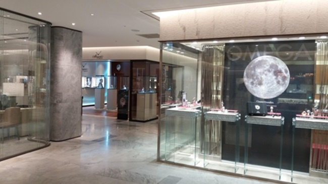 Over the past three years, sales of high-end watches and jewelry jumped around 20 percent each year, two to three times higher than the general average annual sales growth. (Image: Shinsegae Department Store)