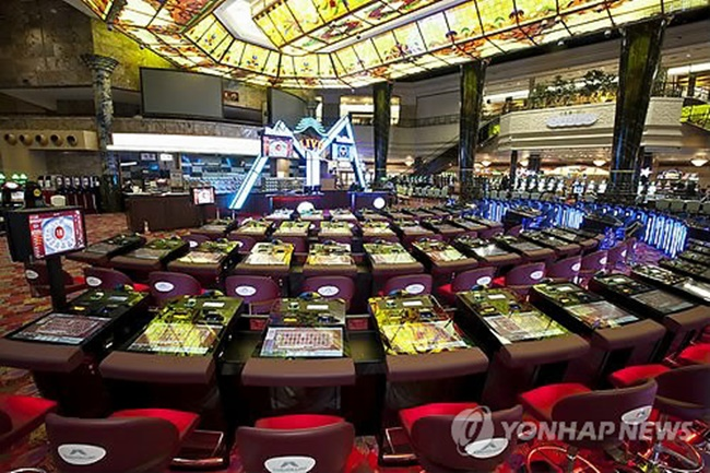 Data provided by the KLACC shows the participants who have reduced their casino visits to only five days a month now account for nearly 60 percent of the total. (Image: Yonhap)