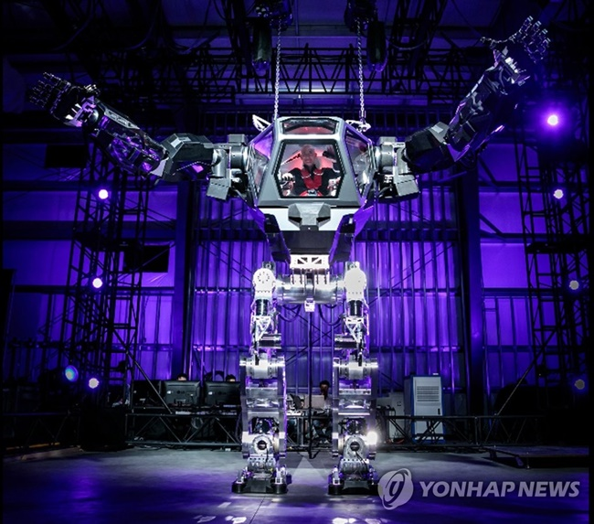 Despite boasting the highest number of industrial robots per worker, South Korea is lagging far behind the U.S., Europe and Japan when it comes to technology in robot manufacturing, according to a new report. (Image: Yonhap)