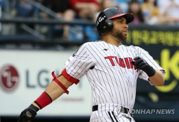 Ex-MLB Player James Loney Leaves S. Korea After Demotion