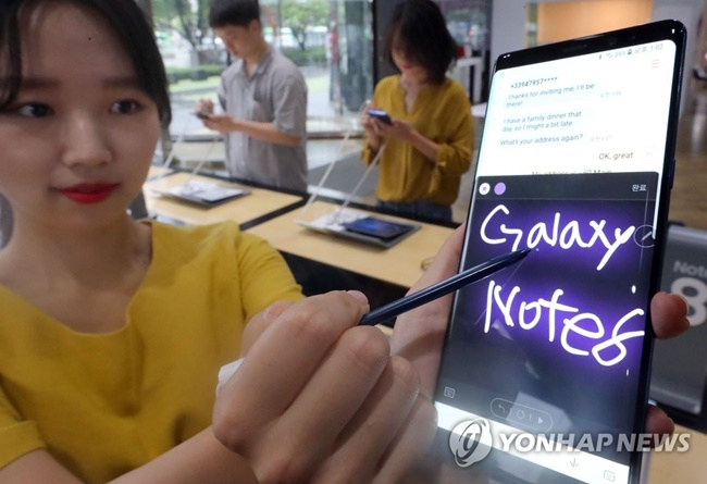 """The usability of the S pen is great and I like that it has many purposes. If the price isn't too high, I would like to buy one,"" Yun said. (Image: Yonhap)"
