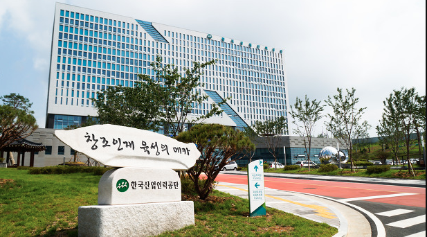 The 'Hard Worker Initiative' allows for foreign workers who have been employed at the same business for the initial maximum of four years and 10 months to extend their stay for the same amount of time.  (Image: Human Resources Development Service of Korea)
