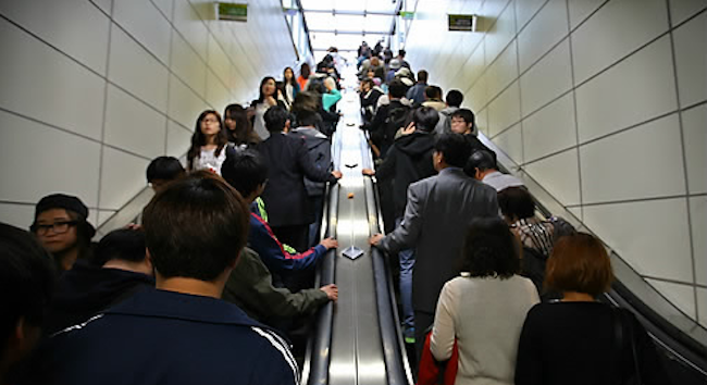 According to the Ministry of Public Administration and Security, there were 163 escalator-related accidents between 2013 and 2016, with four fatalities and 209 serious injuries.  (Image: Yonhap)