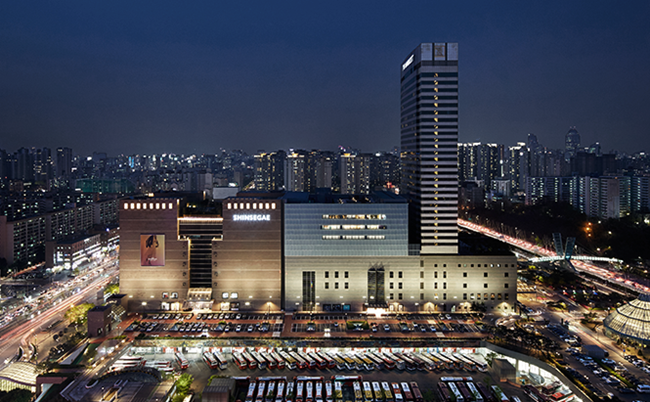 Shinsegae Department Store announced on Wednesday the opening of its Luxury Watch & Jewelry Fair at its Gangnam branch from Friday until the end of August, showcasing high-end jewelry and watches from international brands. (Image: Central City)