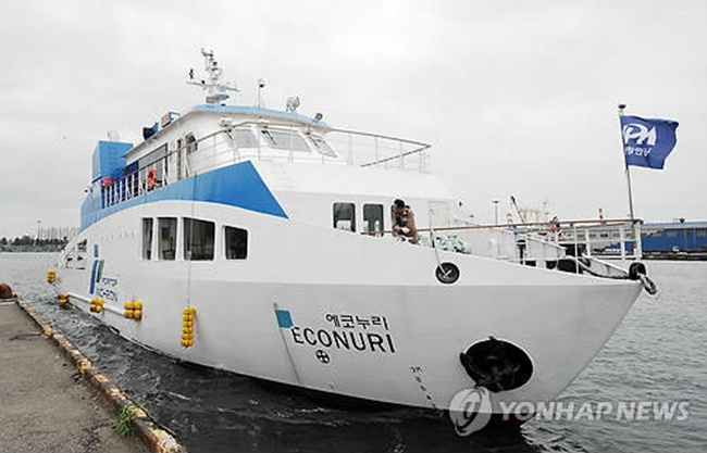 According to IPA officials, the vessel, which the organization claims to be Asia's very first LNG-fueled ship, received international attention at this year's LNG Bunkering Conference held in Singapore. (Image: Yonhap)