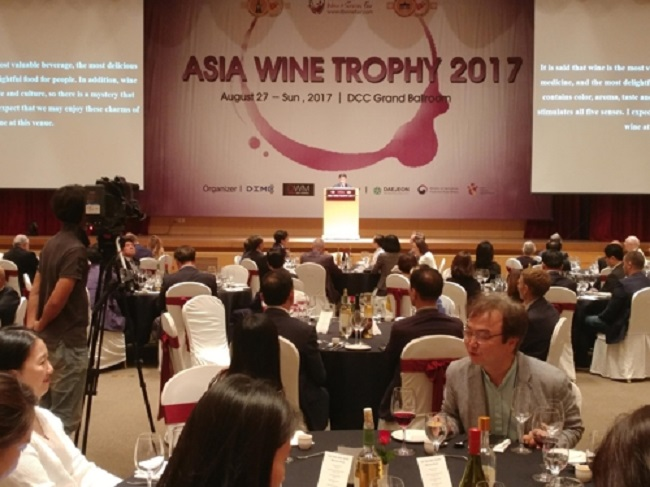 The Daejeon Convention Center will host the 5th Asian Wine Trophy convention until August 30, as 130 jurors from 24 countries will attend to test over 4,000 wines of 32 different nationalities. (Image: Yonhap)