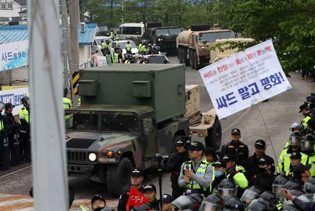 In April, video footage of a U.S. soldier smiling while taking a video of local residents in protest against the deployment of a THAAD system caused an uproar in the local community. (Image: Yonhap)