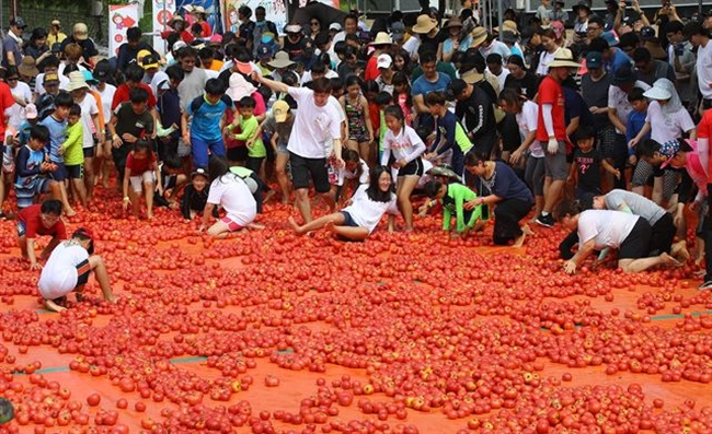 When broken down by spending type, visitors from outside the community disbursed nearly 2.5 billion won on food and beverages and 1.75 billion won on lodging. (Image: Yonhap)