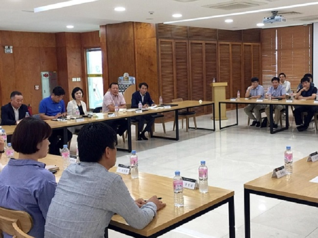 The committee tasked with revamping Lotte's company culture revealed on August 22 that it had convened a meeting at an alcoholic beverage factory in Chungju. (Image: Lotte)