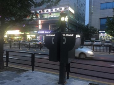 Goyang City Converts Pay Phone Booths into Street Lamps