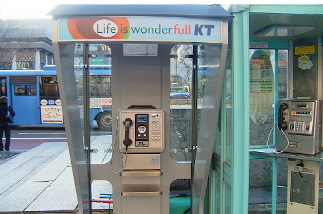 On August 8, Goyang City announced that it had redesigned pay phone booths as part of a joint collaboration with KT Linkus, a company that operates public pay phone networks.  (Image: KT Linkus)