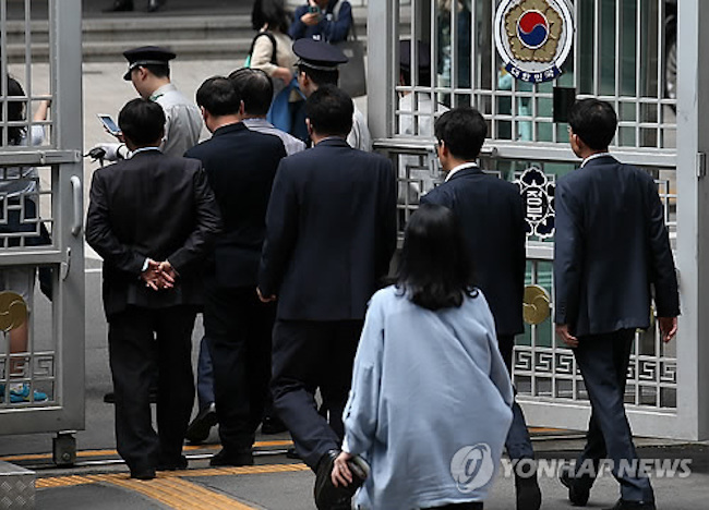 Nearly 40 percent of workers at public institutions based in provincial cities in South Korea live away from their families, a report said Tuesday, while calling for measures to help more live with their families. (Image: Yonhap)