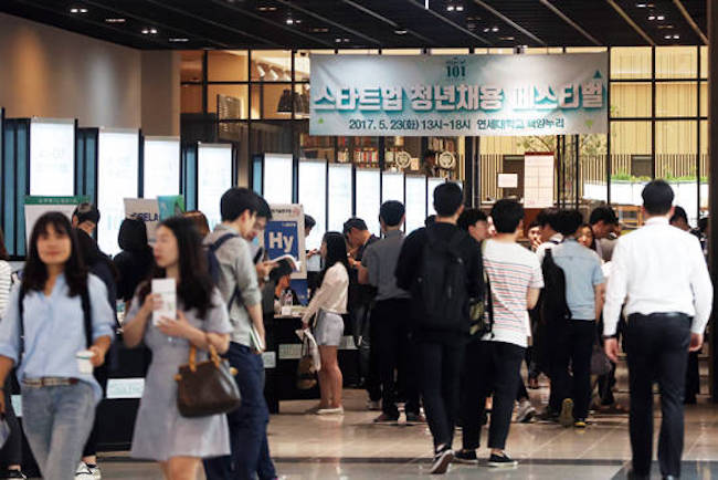 Government funding for startups is bearing fruit after a report released on August 9 by the Korea Institute of Startup and Entrepreneurship Development and the Ministry of SMEs and Startups revealed that government-sponsored startups had hiring increases that were five to six times higher than at small and medium-sized companies and major corporations. (Image: Yonhap)