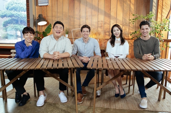 "Show Featuring Foreigners in South Korea Reaches ""Record"" 3.5 Percent Ratings"