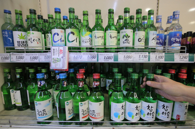 To commemorate the achievement, manufacturer Hite Jinro announced on September 26 that it will produce a special poster and ramp up marketing activities. (Image: Yonhap)