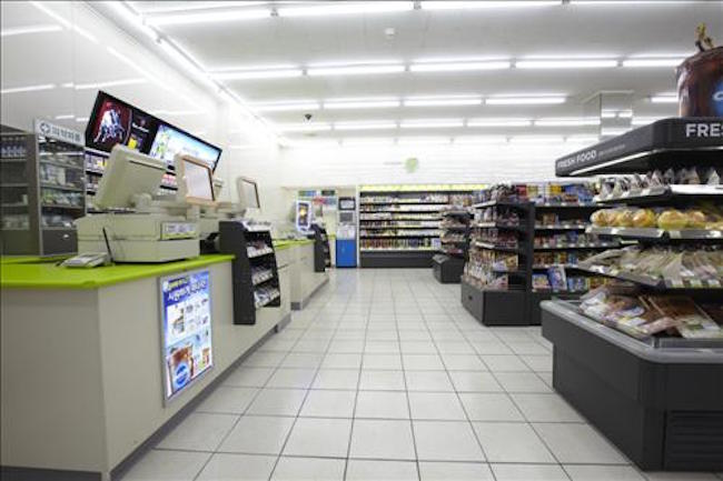 A collective of convenience store owners will file a class action lawsuit against the government to demand the repayment of five years' worth of credit card fees on cigarettes and plastic bag sales. (Image: Yonhap)