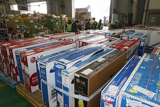 The trade deficit stems from the imbalance between South Korean consumers purchasing foreign goods and foreign consumers purchasing Korean goods. (Image: Yonhap)